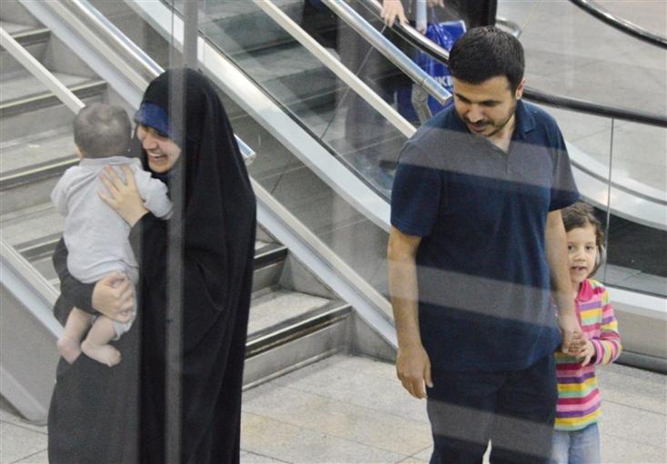 دانشمند ایرانی، همسر و سه فرزند خردسالش به دلیل اقدام خصمانه دولت آمریکا در تایید روادیدش نتوانسته به دانشگاه هاروارد برود، به کشور بازگشت.