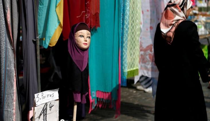"""مقامات استان سغد تاجیکستان کارگروهی تشکیل داده اند تا برای ممنوعیت آنچه """"لباس مغایر فرهنگ ملی این کشور"""" نامیده شده تبلیغ کند."""
