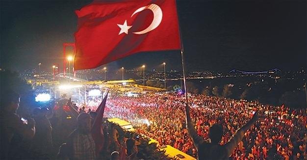 مقامات ترکیه «جنبش گولن» و رهبر این جنبش- فتح الله گولن- را به سازماندهی این کودتا در تاریخ پانزدهم ژوئیه ۲۰۱۶ متهم می کنند؛ کودتایی که ۲۴۹ کشته و حدود ۲۲۰۰ مجروح برجای گذاشت.