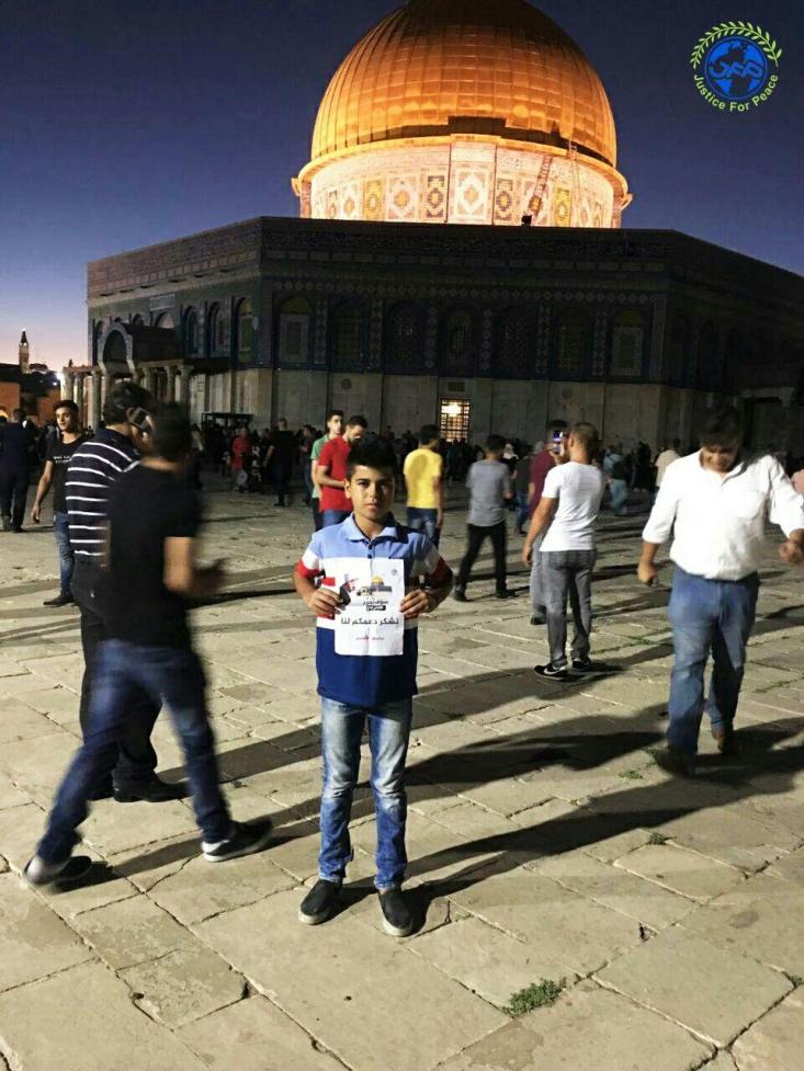 جمعی از جوانان فلسطینی با انتشار تصاویری در داخل مسجدالاقصی و مقابل قبه الصخره، از حمایت های رهبر معظم انقلاب و جوانان ایرانی از انتفاضه سوم قدس تشکر کردند.