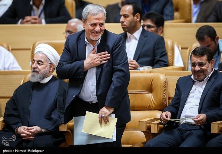 انتصاب این گزینه تندرو برای مردم انقلابی و ولایی استان اصفهان خبر خوبی نخواهد بود، چرا که نه تنها این انتصاب، به وضوح خلاف شعار اعتدال گرایی دولت روحانی است و گزینه مذکور محبوبیتی بین جریان های فعال و طیف های فکری این استان، حتی اصلاح طلبان میانه رو ندارد بلکه انتخاب مهره ای که به حاشیه سازی های فراوان معروف است موجب عقب گرد این استان و افتادن در ورطه سیاسی کاری می شود.