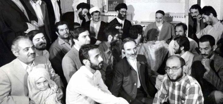 از خرداد 60 و با خروج عناصر به اصطلاح لیبرالی از محدوده مدیریت کشور، یاران و شاگردان امام خمینی (ره) کاملا مصادر امور را به دست گرفتند. با این حال، تنها چند سال بعد شکاف و اختلاف نظر در میان آنها خود را نشان داد.