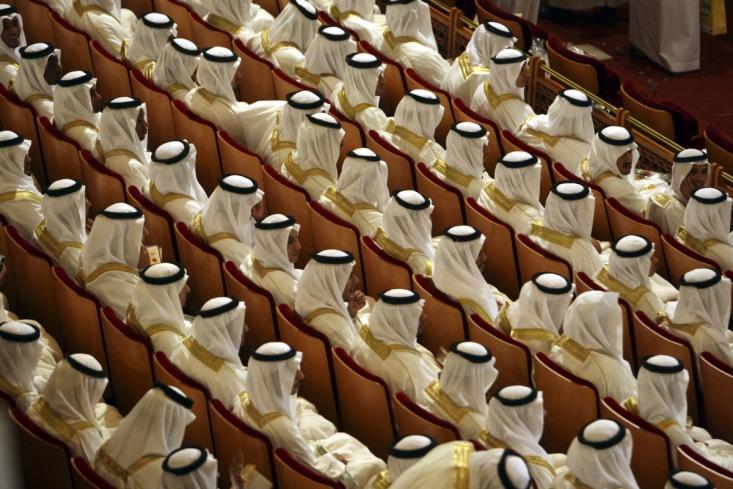 . وارث کنونی یزید، محمد بنسلمان، ولیعهد بیپروای عربستان است که او نیز مانند یزید 33 سال دارد. در حال حاضر به نظر میرسد او مبارزهای را برای از بین بردن نقش شیعیان در خاورمیانه- به همان شکلی که یزید در سال 680 میلادی انجام داد- آغاز کرده است. با توجه به تعادل نیروها در منطقه، بویژه بین عربستان سعودی و ایران، ریاض حزبالله لبنان را اولین هدف خود انتخاب کرده است.