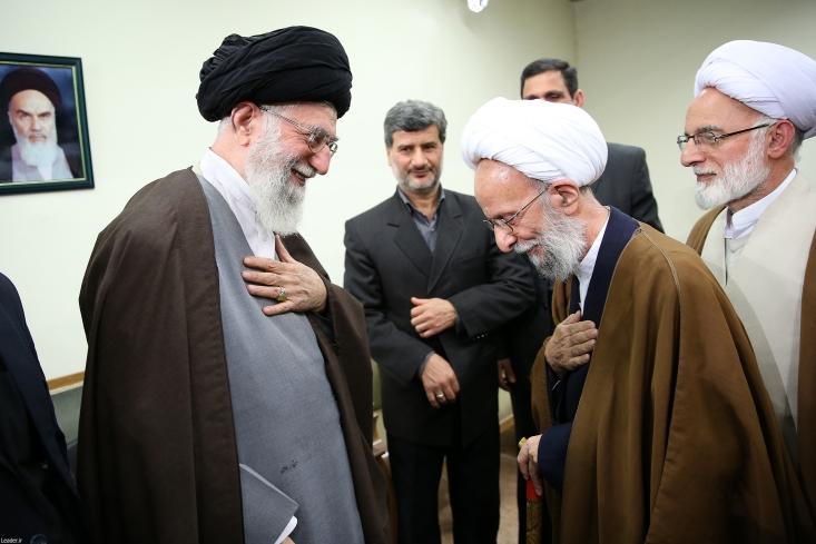 """روز گذشته علامه مصباح یزدی در واکنش به رفتارهای اخیر احمدی نژاد گفته است: """"هر کسی را تا مادامی که در مسیر اسلام کار میکند حمایت میکنیم، هر وقت هم منحرف شد، از او جدا میشویم. امروز اعمال احمدینژاد را تأیید نمیکنم چون یک حالت انحرافی در او میبینم."""""""