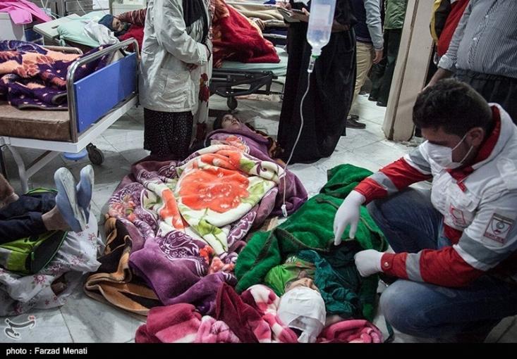 ما روز چهارم یا پنجم که به منطقه سفر کردیم برخی از خانواده ها بودند که هنوز چادر نداشتند اما برخی از افراد حدود ده تا چادر داشتند. بنده در آنجا تلاش زیاد دیدم اما مدیریت ضعیف بود. آیا نیاز به آموزش نیروهای مسلح هست که چگونه باید به کمک مجروحین یک حادثه بروند یا خیر؟