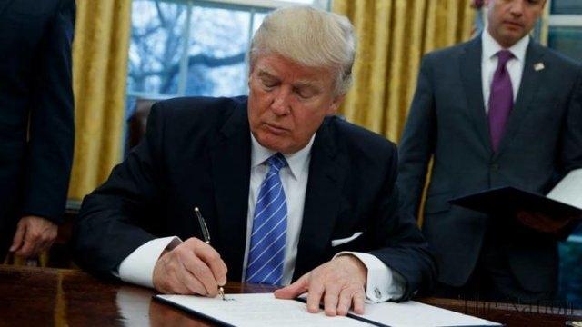 رئیسجمهور آمریکا طبق قوانین داخلی این کشور، انتقال سفارت آمریکا از تلآویو به قدس اشغالی را برای ۶ ماه دیگر تعلیق کرد.