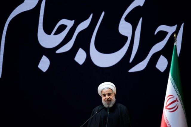 چند ماه پس از امضای هسته ای حسن روحانی افزایش فروش نفت را به عنوان دستاورد برجام معرفی کرده بود، ولی این توافق به قدری سست بوده که با اراده قابل پیش بینی امریکایی ها، پس از بازه زمانی کوتاهی رو به افول نهاد و فروش نفت ایران کاهش یافت و در حالی که ما به تمامی تعهدات خود عمل نمودیم و صنعت هسته ای کشور را تعطیل کردیم.