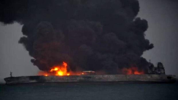 تصادف نفت کش ایرانی + فیلم و عکس