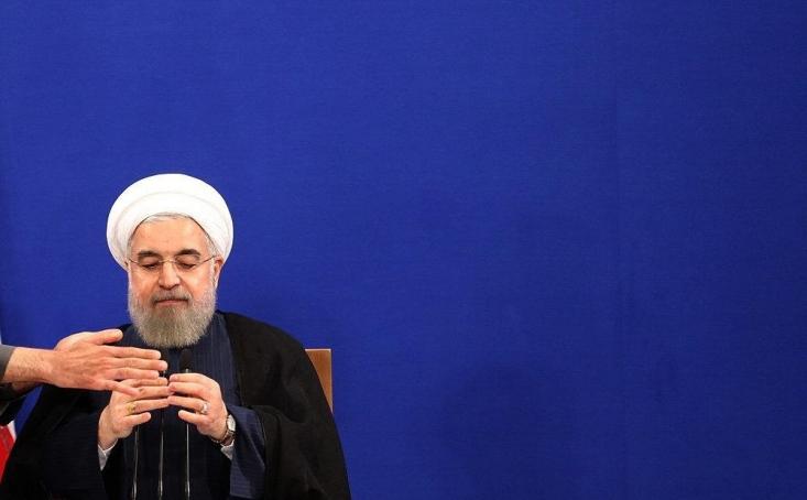 """به گزارش رجانیوز، در پی اظهارات حسن روحانی در باره جواز نقد معصوم(ع) دفتر وی ضمن تکذیب انتساب این جمله به رئیسجمهور که گفته بود """"امام زمان (عج) هم قابل نقد است """" تأکید کرد: باور و اعتقاد به عصمت انبیاء و ائمه معصومین(ع) از مسلمات قطعی تشیع است.   این تکذیبیه در حالی از سوی دفتر رئیسجمهور صادر شده که حسن روحانی مطابق با فیلمی که از جلسه سخنرانی وی در دیدار وزیر و مسئولان امور اقتصادی و دارایی منتشر شده صحبت از انتقاد از امام زمان(عج) و پیامبر اعظم(ص) به میان آورده است."""
