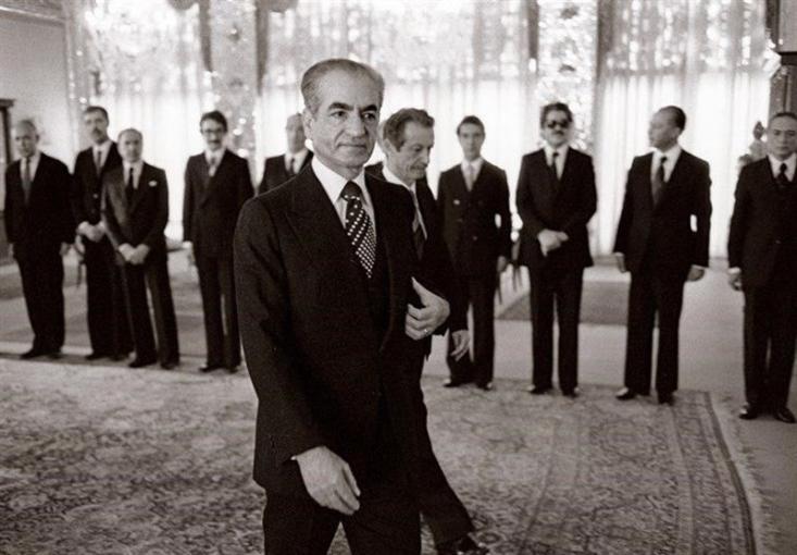 محمدرضا پهلوی با تشکیل شورای سلطنت قصد داشت به نحوی در قدرت بماند اما استعفای ناگهانی سید جلالالدین تهرانی، تمام امید او را ناامید کرد.