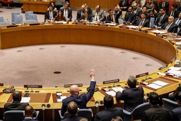 آمریکا که در دهه هشتادمیلادی و استفاده رژیم صدام از سلاح شیمیایی علیه ایران سکوت کرده است اما بارها توسط سلاح هایی که استفاده نشده به دولت سوریه واکنش نشان داده است. آش این اتهام زنی آنقدر شور می شود که بی بی سی فارسی می گوید: آنچه کارآمریکا، انگلیس و فرانسه را سخت می کند این است که هنوز مشخص نیست که آیا حمله ای در کار بوده یا نه و اگر بوده چه کسی این کار را انجام داده است.