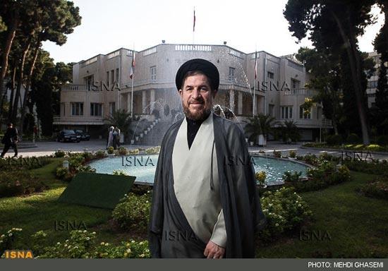 اکنون تعداد کمی از اعضای دولت چه دولت نهم و چه دهم در کنار احمدی نژاد هستند و این به حاشیهها و حلقه نزدیک احمدینژاد برمیگردد.