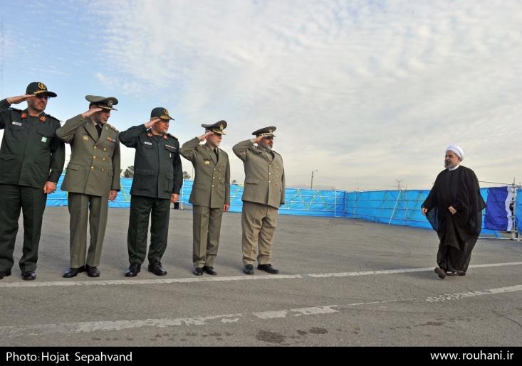 روز گذشته روحانی در مراسم روز ارتش با کنایه به سپاه، حرفهای ضدانقلاب علیه نهادهای نظامی را تکرار کرد. جالب تر آن که روحانی که به دنبال انحلال ارتش بود، برای تخریب سپاه مدافع ارتش شد!