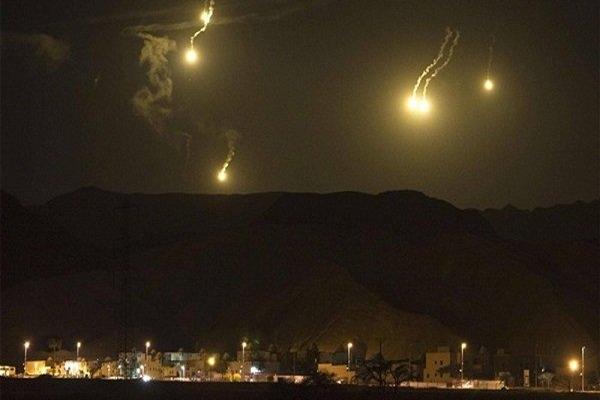 المیادین با اشاره به جزئیات این حمله تاکید کرد: محموله نخست موشکی که با آن پایگاههای اسرائیل مورد هدف قرار گرفت، شامل بیش از پنجاه موشک بوده است و هر یک از مجتمع های مورد هدف قرار گرفته شده، شامل چندین مرکز اصلی نظامی بوده است.