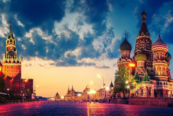 زمانی که مسکو برای تزارها مرکز قدرت به شمار می رفت. پس از جنگ جهانی اول در سال 1917 جمهوری شوروی سوسیالیستی زمام کار را در این کشور به دست آورد که در نهایت با فروپاشی آن در سال 1991 دوباره با همان نام روسیه تاکنون ادامه دادند، اتفاقی که مسکو در هر دو دوره از آن به عنوان اصلی ترین شهر و قدرتمندترین شهر در آن به شمار می رفت.