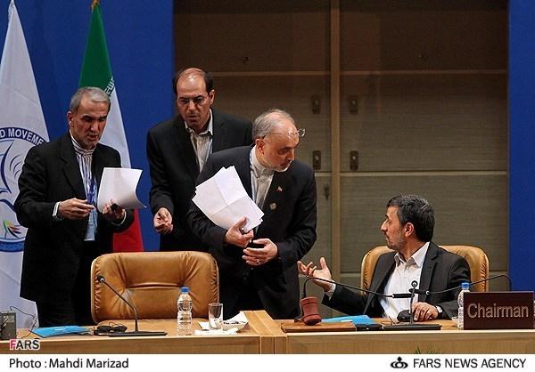 جوانفکر مشاور رسانه ای احمدی نژاد که در حلقه بهاری ها قرار دارد قبلا در مصاحبه ای پرده از اظهارات منافقانه این روزهای این جریان برداشته بود.او گفته بود: «رویکرد دکتر احمدی نژاد در قبال آمریکا و شکستن تابوی رابطه با این کشور بود.»