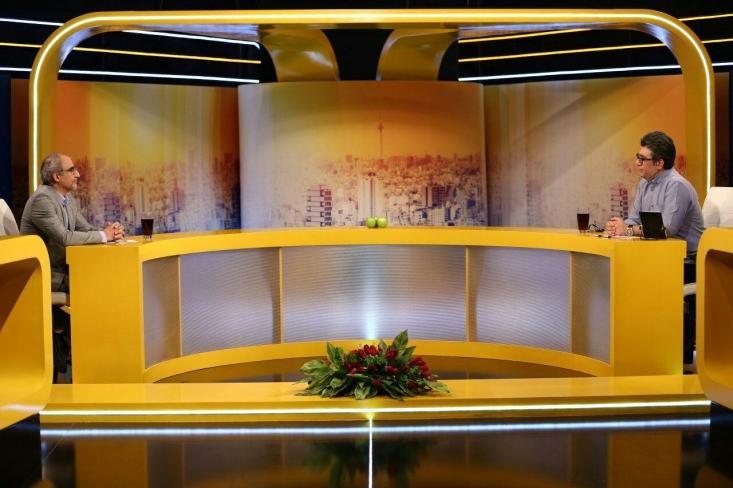 صداوسیما در رویكرد جدید و در قالب برنامههای تلویزیونی به شبهات و حواشی كه درباره این سازمان مطرح میشود، پاسخ میدهد. در همین راستا مدیرگروه اجتماعی شبكه ۳ سیما، امروز در برنامه «حالا خورشید» به سؤالات مخاطبان پاسخ داد.