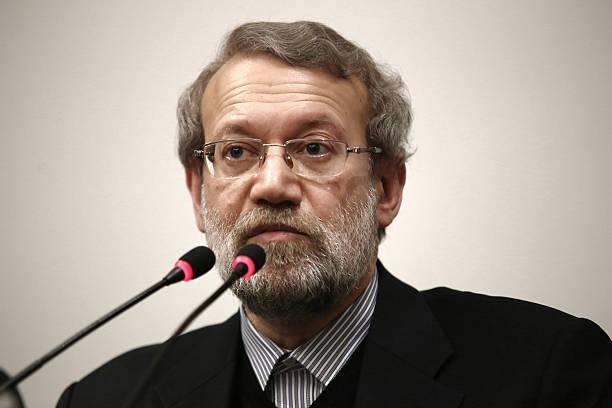 جمع کثیری از امت حزب الله  در اعتراض به عملکرد آقای علی لاریجانی ریاست مجلس طی نامه ای به جامعه مدرسین حوزه علمیه قم خواستار مقابله با اقدامات فاجعه باری نظیر تلاش برای تصویب لوایح استعماری در قوه مقننه شدند.