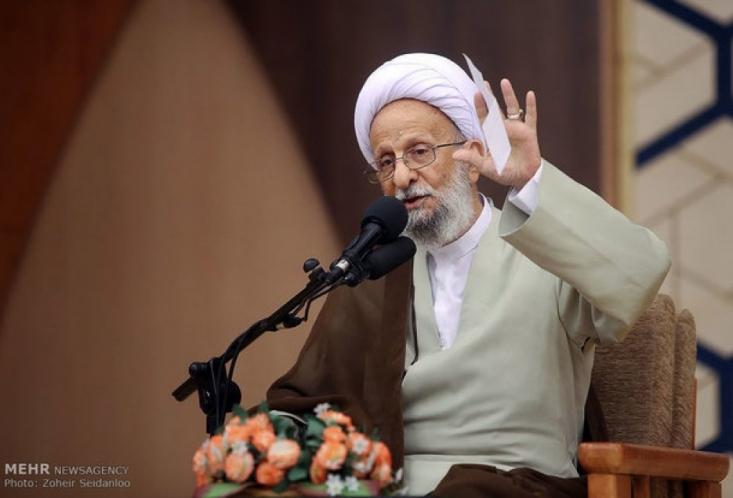 ویروس این انحرافات، ممکن است در دل من و جنابعالی و همه ما هم رسوخ کرده باشد و شما قبل از اینکه محاسبه بشوید، باید محاسبه نفس کنید. خدا را نمی شود گول زد. نمی شود در لفظ بگوییم انقلاب اسلامی، و شعارهای الهی بدهیم، ولی در تزاحمات و درگیری های حزبی، سعی کنیم به هر نحوی که شده است، رقیب را از میدان به در کنیم و بگوییم خب امروز روز ماست و حالا ما آمده ایم و رأی آورده ایم و همه آن چیزها را فراموش کنیم. این درد جامعه است.»