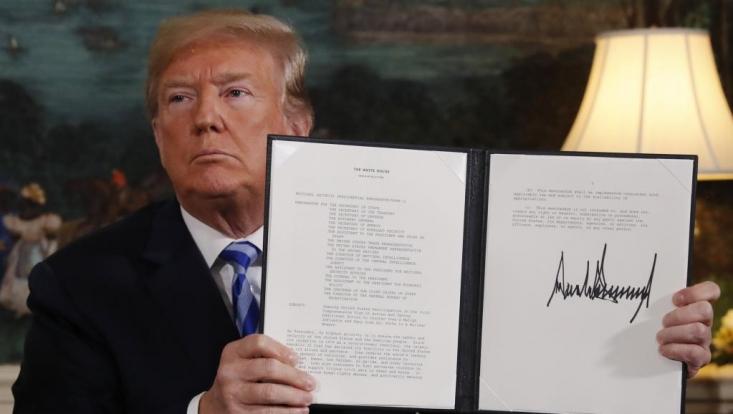 """ترامپ همچنین کشورهایی را که از قطع روابط اقتصادی با ایران سر باز زنند تهدید کرده است تا با توجه به اعمال مجدد تحریم های آمریکایی، مراقب """"عواقب بسیار شدید"""" کار خود باشند."""