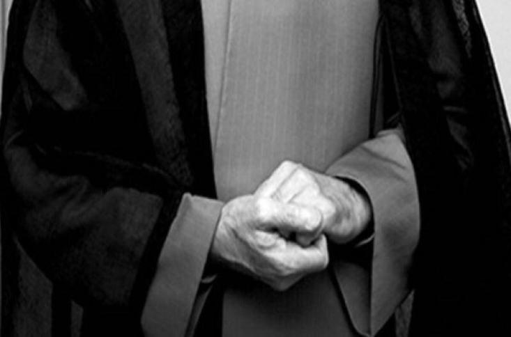 خاتمی در شرایطی که حسن روحانی برای پاسخگویی به مجلس فراخوانده شده است در این وانفسا برای حل مشکلات اقتصادی، بحران ارزی، رکود فراگیر و بی برنامه بودن دولتی ها، پیشنهاد بی ربط و خنده دار رفع حصر و آزادی زندانیان سیاسی-عقیدتی را می دهد! شاید هم رئیس بنیاد باران همچنان توسعه سیاسی را مقدم بر توسعه اقتصادی می داند!