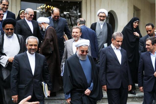 متاسفانه عملکرد دولت حسن روحانی در این 5 سال تماما خلاف اتحاد و انسجام اقتصادی بوده است و تنها چیزی که از کابینه و تیم اقتصادی روحانی در نمی آید تک صدایی و انسجام است. این اتفاق هم به عدم مدیریت درست روحانی بر می گردد و هم به عدم عبرت از تجربه های شکست خورده نئولیبرالی او و مشاور اقتصادی اش مسعود نیلی!