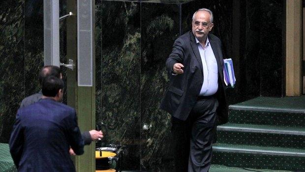 وکلای ملت پس از استماع توضیحات نمایندگان استیضاحکننده و همچنین کرباسیان، با 137 رأی موافق و 121 رأی مخالف و 2 رای ممتنع از مجموع 260 آرای مأخوذه، با استیضاح کرباسیان موافقت کردند و بدین ترتیب وزیر اقتصاد برکنار شد.