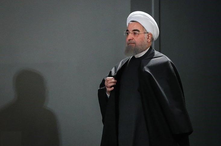 آیا واقعا روحانی برای حفظ وحدت این گونه در مجلس ظاهر شد؟ اگر ناگفته منصفانه و واقعی - نه سیاستبازی و شانتاژ و عملیات روانی - درباره علل سوءمدیریت دولت و نابسامانی اقتصادی موجود در میان است، چرا نباید گفته شود و مردم مطلع شوند و مسئولان راه آن را ببندند. مثلا دولت چرا توضیح نمیدهد که در کدام فرآیند تصمیمگیری رانت 18 میلیارد دلاری و واگذاری ارزان قیمت 7 میلیون سکه را ایجاد کرد و چه کسانی با کدام رانتهای اطلاعاتی از این واگذاریها سود بردند؟ و... سئوالاتی از این قبیل.