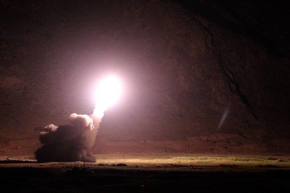 سپاه پاسداران انقلاب اسلامی در پاسخ به حادثه تروریستی اخیر اهواز مقر تروریست ها و سران گروهک های تکفیری را در شرق فرات در سوریه هدف حمله موشک های بالستیک قرار داد.
