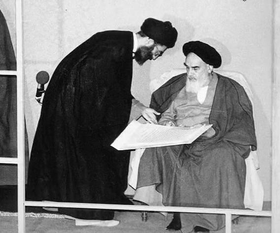 چهار روز بعد از انتخابات سال ۸۸، رهبر انقلاب در دیدار با نمایندگان ستادهای انتخاباتی نامزدهای ریاست جمهوری، صراحتاً اعلام میکنند که اگر آقای موسوی هم از طریق قانونی جلو بروند، پشت او خواهند ایستاد.