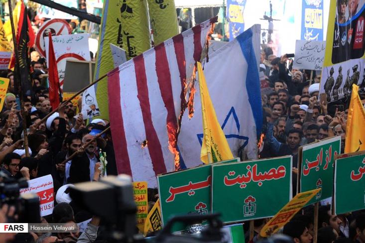 مردم با حضور حماسی گسترده و پرشور در راهپیمایی ۱۳ آبان با سر دادن شعار «مرگ بر آمریکا» انزجار خود از استکبار را اعلام کردند. راهپیمایی کنندگان با سردادن شعارهای «مرگ بر آمریکا» و «مرگ بر اسرائیل» و با حمل پلاکاردها و دستنوشتههایی با موضوع استکبارستیزی به ندای رهبر معظم انقلاب لبیک گفتند.