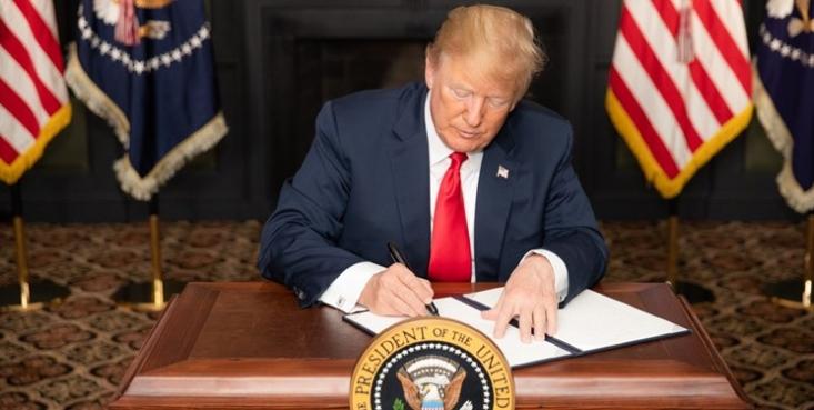 روزنامه انگلیسی گاردین درباره تحریمهای جدید آمریکا علیه ایران نوشت که واشنگتن در حالی تهران را تحریم میکند که آژانس بینالمللی انرژی اتمی و کشورهای اروپایی امضاکننده برجام همواره پایبندی ایران به اصول آژانس را تایید کردهاند.