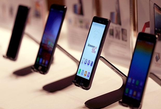 آمارها نشان میدهد که عرضه جهانی گوشی هوشمند در سه ماهه سوم سال جاری میلادی با کاهش شش درصدی روبرو بوده است.