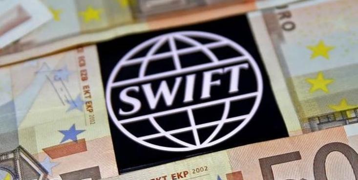 کمیسیون اروپا اعلام کرد جای تاسف دارد که سوئیفت دسترسی تعداد نامشخصی از بانک های ایرانی به این سامانه بین المللی را به حالت تعلیق درآورده است.