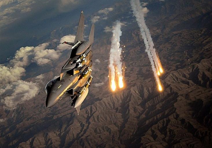 مقامات محلی در شرق افغانستان اعلام کردند که در بمباران جنگندههای آمریکایی در ولایت «ننگرهار» شماری از نیروهای امنیتی افغان کشته شدند که در حال عملیات علیه داعش بودند.