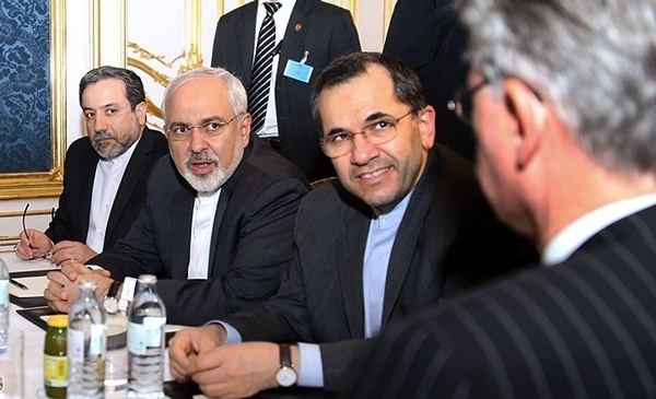 رسانه های آمریکایی، مقامات اروپایی و مقامات سابق آمریکایی همه یک نگرانی دارند: قدرت گرفتن رقبای دولت فعلی در ایران و تضعیف اصلاح طلبان! به اذعان خود آنها مسائل «حاشیه ای» چون همکاری اروپا با ایران «حاشیه ای» بوده و صرفا مصرف سیاسی در داخل ایران دارد!