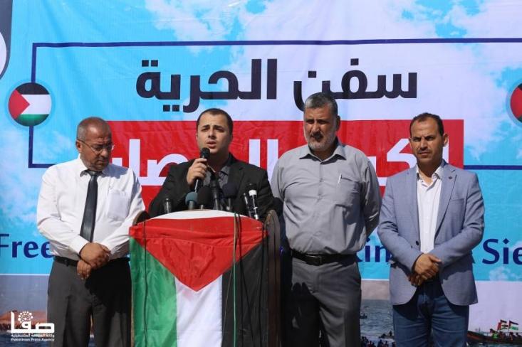 در حالیکه مردم غزه در این شرایط بسیار سخت و جانکاه به سر می بردند ما شاهد دو حادثه سیاسی رنج آور بودیم اول اینکه جمود سیاسی وبی تفاوتی در دولتمردان فلسطین مشاهده میکردیم که عملا ملت فلسطین آنان را در کنار خود نمی دید ودیگری اینکه برخی از کشورهای عربی تحت پروژه معامله قرن شروع به عادی سازی روابط با رژیم اشغالگر اسراییل نمودند. این شرایط داخلی ومنطقه ای سبب شد تا دومیلیون ساکن غزه با وجود همه ی سختی هایی که متمحل بودند جوانمردانه وبا قوت در یوم الارض به پا خواستند وبا همه ی وجود از قدس و فلسطین حمایت کردند. در این مدت ساکنان غزه تاکید کردند که هرگز دست از راهپیمایی نمی کشند مگر آنکه محاصره غزه کاملاٌ شکسته شود. این اعتراضات مسالمت آمیز حقیقتا قواعد عادی سازی روابط با اسراییل را به هم زد.