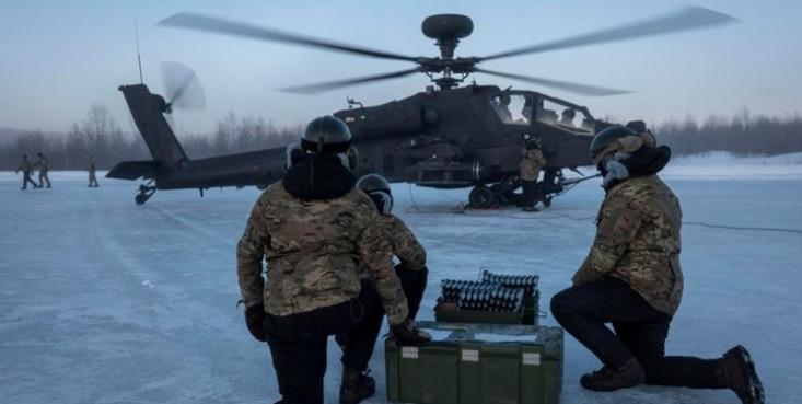 نیروی هوایی ارتش انگلیس در راستای اجرای «راهبرد دفاعی» جدید لندن در قطب شمال، یک ناوگان از بالگردهای نظامی آپاچی خود را به این منطقه اعزام کرده است.