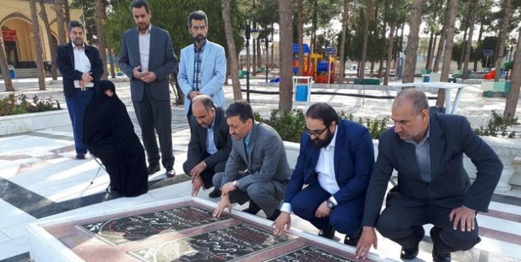 رئیس کمیته امداد کشور با حضور در کاشمر به مقام شامخ شهیدان عاصمی ادای احترام کرد.