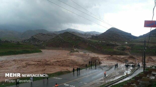 با ورود سامانه بارشی جدید به کشور، بیش از ۱۳ استان کشور درگیر باران، برف و کولاک شده و در تعطیلات نوروز، ۲۲ محور مواصلاتی کشور مسدود شده است.