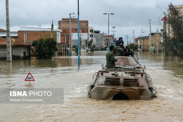 نیروهای مسلح با گذشت ۹ روز از جاری شدن سیلاب در بخشهایی از استان گلستان در حال تلاش برای خروج سیلاب از شهرها هستند. رئیس جمهور نیز پس از سپری کردن تعطیلات نوروزی در قشم امروز به گلستان آمد.