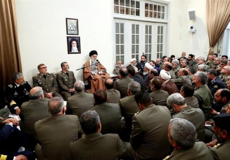 فرماندهان و مسئولان ارشد ارتش جمهوری اسلامی ایران ظهر امروز با فرمانده کل قوا دیدار کردند.