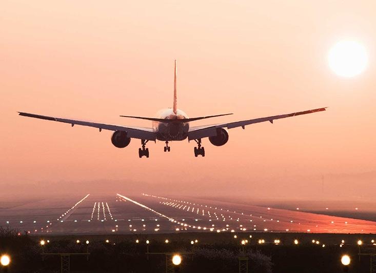 سفر یکی از هیجان انگیزترین تفریحات به حساب می آید. زمانی سفر خوش می گذرد که قبل از مسافرت برنامه ریزی درستی و حسابی انجام شود. مخصوصا برنامه مسافرت شما به خارج از ایران باشد و اگر با قوانین پرواز آشنایی نداشته باشید، اضطراب و دلهره پرواز را در شما چندین برابر می کند.  همین موضوع باعث می شود که هیچگونه لذتی از مسافرت خود نبرید.