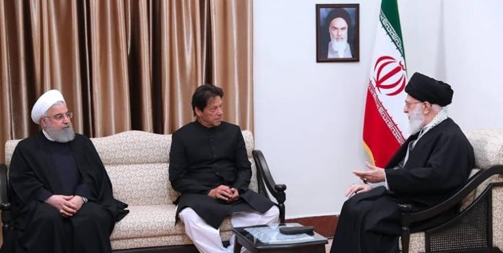 حضرت آیتالله خامنهای در دیدار با نخست وزیر پاکستان فرمودند: روابط خوب، به نفع هر دو کشور است اما این روابط دشمنان جدی دارد که باید بر خلاف میل آنها، همکاریها و ارتباطات در بخشهای مختلف تقویت شود.