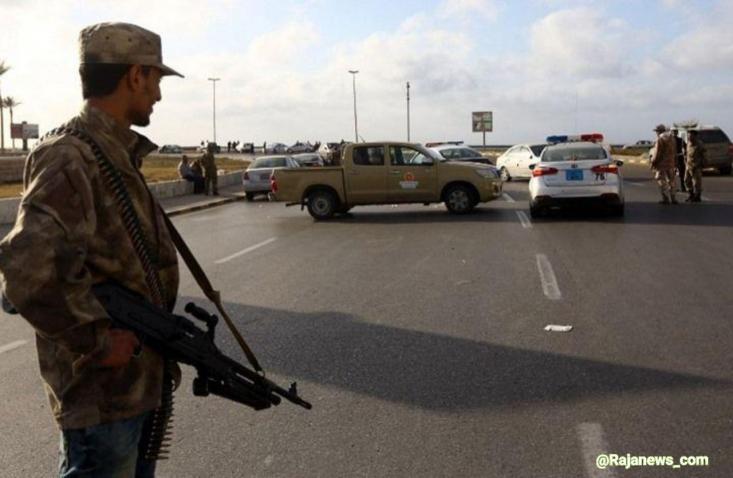 در حال حاضر، ژنرال حفتر با دلارها و تجهیزات نظامی اهدایی رژیم های عربستان، امارات، مصر و همچنین چراغ سبز سیاسی دولت های آمریکا و فرانسه تلاش می کند پایتخت را به تصرف دربیاورد تا بستر برای تحمیل حکومت نظامیان به مردم لیبی فراهم شود.