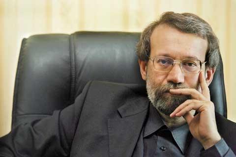 اصولا برای همین نیز هست که لاریجانی تا میتواند از اصلاحطلبان حمایت میکند؛ او به دنبال افزایش محبوبیت خود در اردوگاه اصلاحطلبیست تا به عنوان کاندید مورد حمایت اصلاحات و احتمالا نحلهای از اصولگرایی، رای دو طرف ماجرا را داشته باشد.
