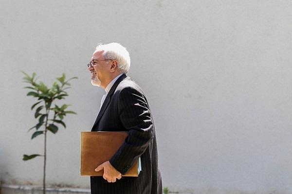 قرابتها و هم زبانی های میان گروه بین المللی بحران که بازوی وزارت خارجه و سازمان سیای ایالات متحده آمریکا شناخته می شود با تیم سیاست خارجی دولت روحانی اتفاقی است؟ چرا تاکنون محتوای جلسات جواد ظریف با این گروه منتشر نشده است؟