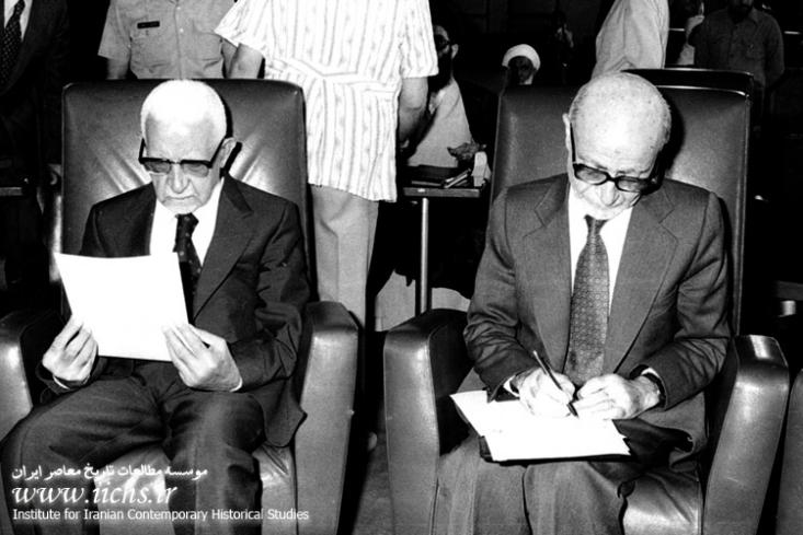 دولت موقت به ریاست مرحوم بازرگان چه سهواً و چه از روی عمد، با ضعیف جلوه دادن دولت مرکزی در مقابله با این گروه ها و عدم برخوردش با معاندین، دموکرات ها و کومله ها را در رسیدن به هدف خود که همان جدایی کردستان از ایران بود را دنبال میکرد.