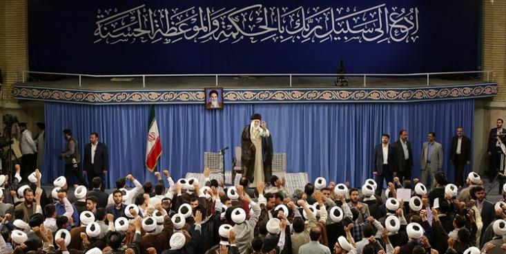 رهبر معظم انقلاب، وظیفه حوزه های علمیه را نسبت به گذشته سنگین تر دانستند و گفتند: در داخل کشور توجهی که امروز نسبت به مسائل دینی و روحانیت وجود دارد، با گذشته و قبل از انقلاب اسلامی، قابل مقایسه نیست.