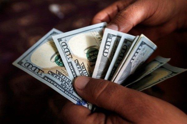 به دستور رئیس کل بانک مرکزی، فهرست دریافت کنندگان ارز دولتی(۴۲۰۰ تومانی) و ارز نیمایی، به صورت مرتب بر روی سایت این بانک به روز میشود؛ اما خبری از صادرکنندگانی که ارز را نیاوردهاند، نیست.